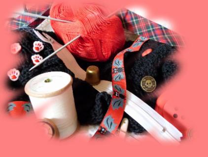 Verschiedene Materialien zum Stricicken, Nähen und Häkeln.