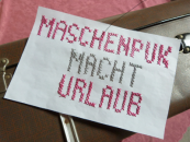 """Koffer mit gesticktem Plakat """"Maschenpunk macht Urlaub"""""""